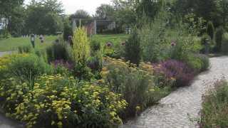 Themengarten und Pergola im Kurpark beim Sibyllenbad in Neualbenreuth