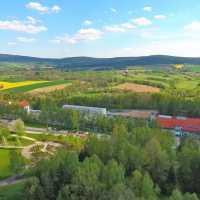 Außenansicht Sibyllenbad mit Kurpark und Kleine Kappl und Golfplatz
