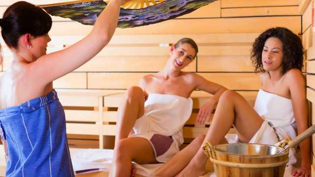 Aufguss-Sauna in der Sibyllenbader Wellnesslandschaft