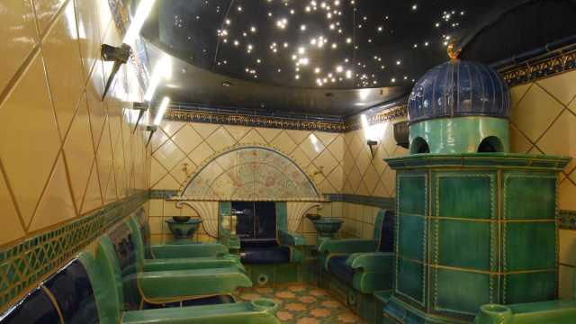 Rasulbad unterm strahlenden Sternenhimmel im orientalischen BadeTempel