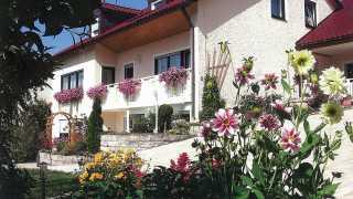 Gästehaus Becker Außenansicht mit Garten