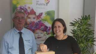 Ziehung der Gewinner vom Gesundheitstag mit Werkleiter des Sibyllenbades Gerhard Geiger