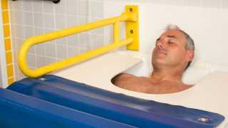 Radon-Kohlensäure-Kombinationstherapie zur lang anhaltenden Schmerzlinderung bei Rheuma im Sibyllenbad in Neualbenreuth