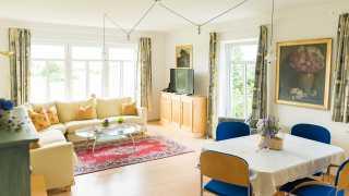 ausZEIT Gästehaus Ferienwohnung mit Balkon und separatem Schlafzimmer