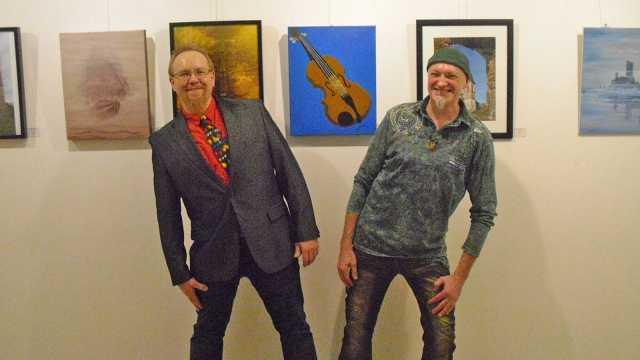 Siegfried Lang (rechts) und Lothar Pulsfort kurz vor der Ausstellungseröffnung im Sibyllenbad