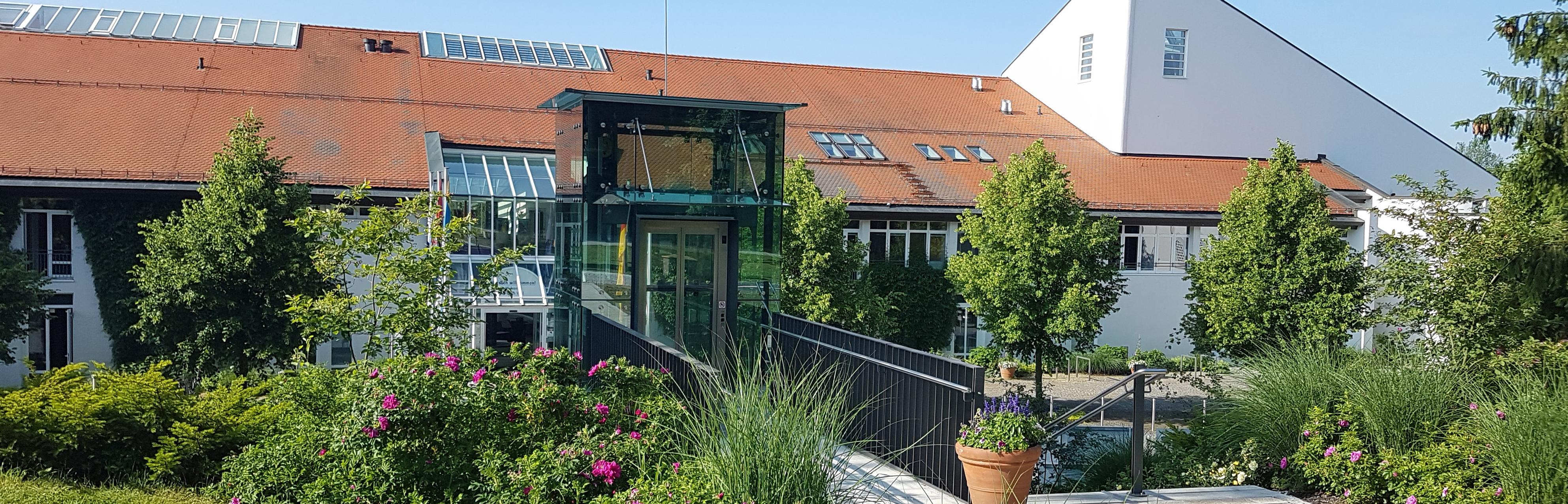 Haupteingang Sibyllenbad mit Aufzug 2019 Header